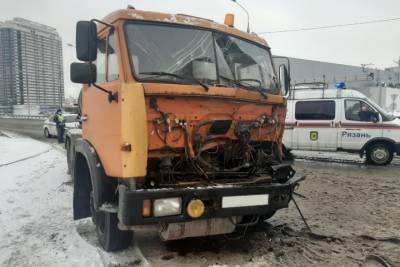 В Рязани у ТРЦ «Круиз» столкнулись два большегруза
