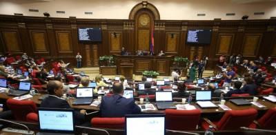 Парламент Армении выступил против отмены военного положения