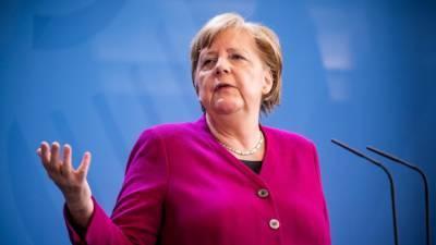 Меркель предупредила об угрозе третьей волны пандемии