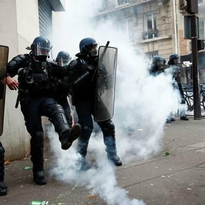 """На акции протеста против законопроекта """"О глобальной безопасности"""" в Париже начались погромы"""