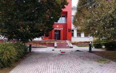 В Беларуси мужчина поджег себя у здания РОВД. 18+