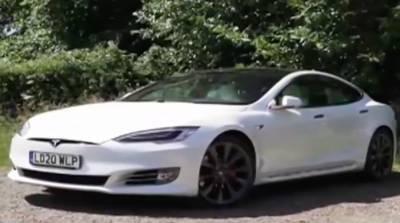 Водитель Tesla уснул за рулем