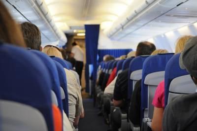 Пассажир самолета напал на друга во время полета и откусил ему ухо - Cursorinfo: главные новости Израиля
