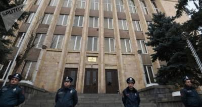 Неконституционные страсти вокруг поста главы КС Армении: кто и на что претендует