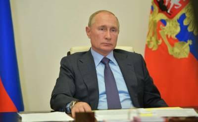 Продлить порядок выплат медикам на октябрь предложил Путин