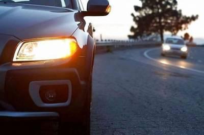 С 1 октября водители в Украине должны ездить с включенными фарами, - Нацполиция