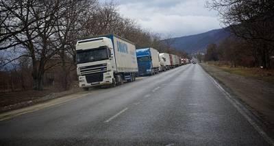 Верхний Ларс сегодня: многокилометровая очередь образовалась на границе с Россией