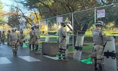 Забор в аренду и бойцы Нацгвардии с автоматическими винтовками без магазинов: особенности охраны Капитолия в США