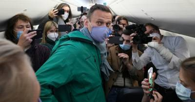 Возвращение Навального. Для чего враг Путина рискует годами своей жизни?