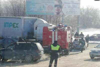 В Ростовской области столкнулись пожарная машина, автомобиль ДПС и фура