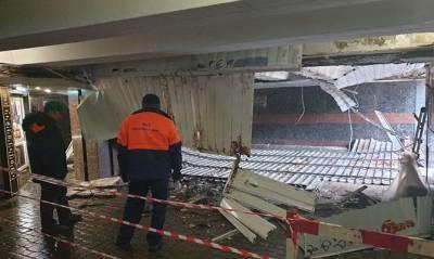 В подземном переходе под Майданом Независимости в Киеве обвалилась обшивка потолка