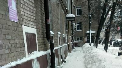 В Уфе на 67-летнюю женщину упала льдина