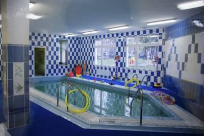В Петербурге полуторагодовалый ребёнок отравился в бассейне