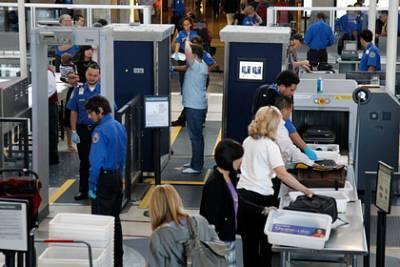 Сотрудник аэропорта заставил пассажирку показать грудь во время досмотра