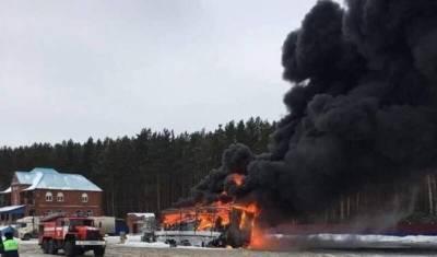 На трассе Тюмень — Омск полностью сгорел большегруз