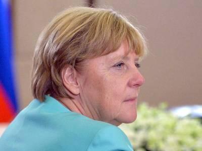 В Германии попросили Меркель еще побыть канцлером