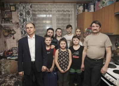 Михаил Романов посетил семью погибшей от коронавируса матери 10-ти детей во Фрунзенском районе