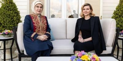 Стильная классика. Елена Зеленская выбрала элегантные наряды для рабочей поездки в Турцию