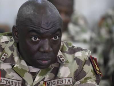 Парламент Нигерии ищет коррупционеров в погонах