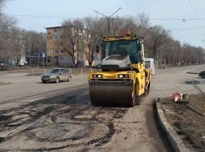 На 14 улицах Ульяновска дороги ремонтируют горячим асфальтом