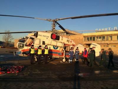 Помощь пришла с воздуха: вертолет МЧС начал тушить здание Невской мануфактуры