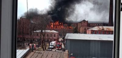 МЧС официально подтвердило гибель пожарного на Невской мануфактуре