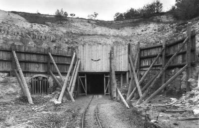 Какой секретный подземный завод Гитлера до сих пор заминирован