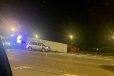 В Твери пьяный водитель фуры завел грузовик в кювет