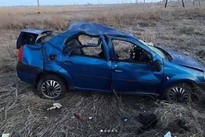 В Курганской области Рено Логан вылетел с трассы и перевернулся: трое погибли