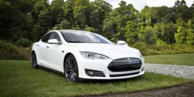 Загадка разбившегося электромобиля Tesla