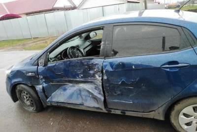 В Рассказове столкнулись автобус и легковушка: пострадал подросток
