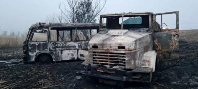 В Астраханской области произошло ДТП из-за лошадей, сгорели микроавтобус и грузовик