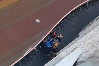 Тюменец выпал с седьмого этажа и выжил