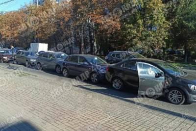 В Сеймском округе Курска столкнулись 5 автомобилей