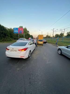 В Ростове на ул. Нансена столкнулись четыре машины