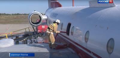В Платове в рамках учений пассажиров спасали из горящего лайнера