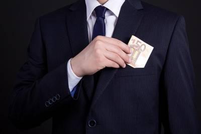 Бундесрат ужесточил правила для политиков, получающих дополнительный доход