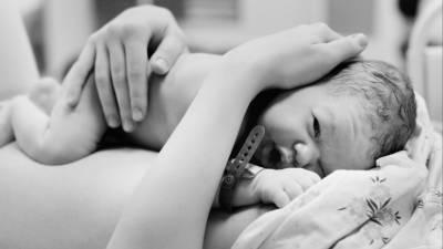 Фактор риска: врач объяснила, как распознать родовую травму у новорожденного