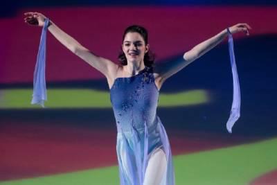 Медведева появилась на сцене Кремля в роскошном красном платье. ФОТО